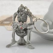 Schlüsselanhänger skelett toilette gummi zigarrete